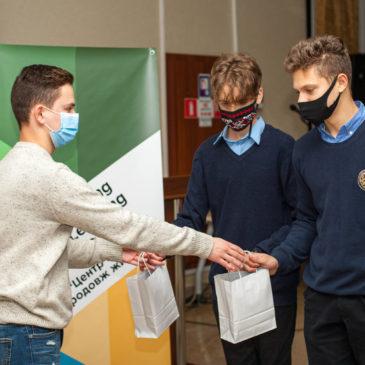 Учасники та переможці Конкурсу Міні-Проєктів від Школи Лідерів Змін отримали свої призи